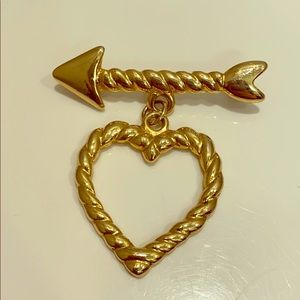 Vintage arrow Brooch with a hanging heart